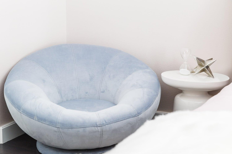Midtown Manhattan Tween Bedroom Chair Design